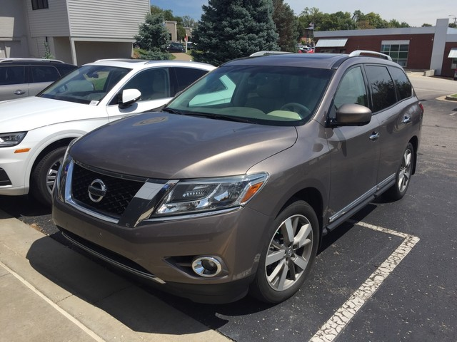 Pre-Owned 2014 Nissan Pathfinder Platinum - NAV!! - REAR CAMERA!! - HEATED SEATS!! - DUAL MOONROOF!! - REAR DVD!! - 3RD ROW!!