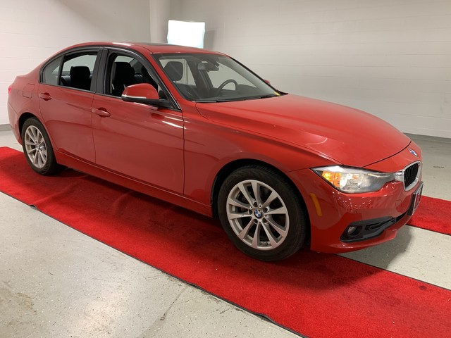 Pre-Owned 2016 BMW 320i xDrive - DRIVER ASSIST!! - NAV!! - HEATED SEATS!! - MOONROOF!!